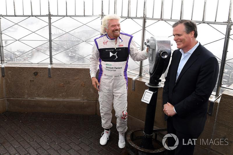 Richard Branson en el edificio Empire State