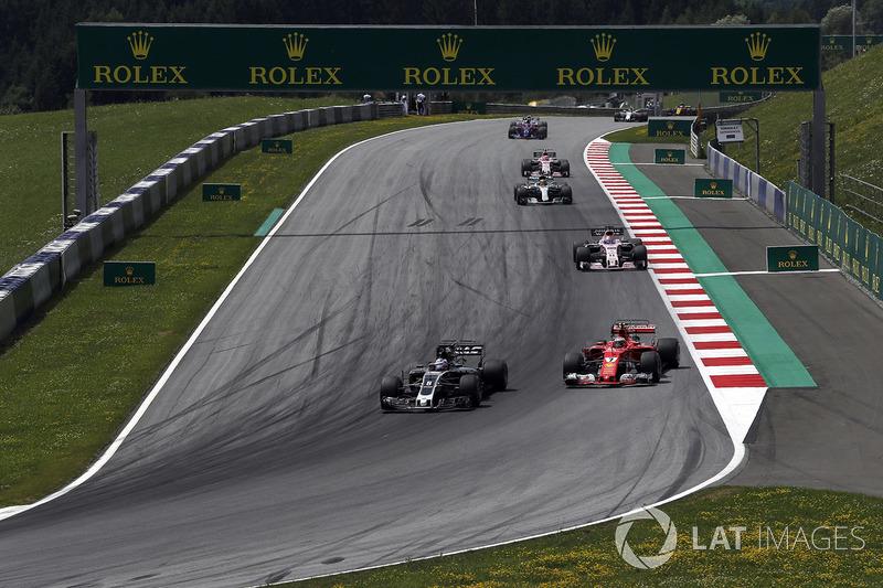 Ромен Грожан, Haas F1 Team VF-17, Кімі Райкконен, Ferrari SF70H, боротьба за позицію