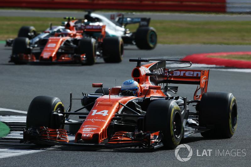 Фернандо Алонсо, Стоффель Вандорн, McLaren MCL32, Льюіс Хемілтон, Mercedes AMG F1 W08