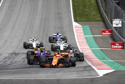 Stoffel Vandoorne, McLaren MCL32, Daniil Kvyat, Scuderia Toro Rosso STR12, Kevin Magnussen, Haas F1 Team VF-17, on the formation lap