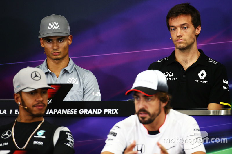 (L to R): Pascal Wehrlein, Manor Racing and Jolyon Palmer, Renault Sport F1 Team in the FIA Press Co