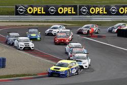 Start zum Rennen, Antti Buri, LMS Racing, SEAT Leon TCR führt