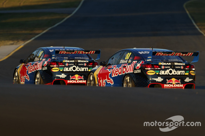 Shane van Gisbergen, Triple Eight Race Engineering, Holden; Jamie Whincup, Triple Eight Race Enginee