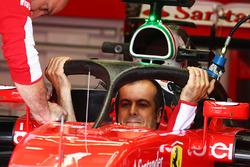 Ferrari SF16-H con la cubierta de la cabina de Halo