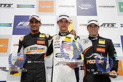 Podium de novatos: ganador, Lando Norris, Carlin Dallara F317 - Volkswagen, segundo, Jehan Daruvala, Carlin, Dallara F317 - Volkswagen, tercero, Joey Mawson, Van Amersfoort Racing, Dallara F317 - Mercedes-Benz