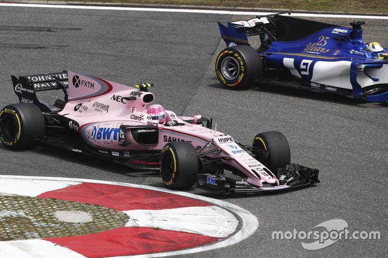 Esteban Ocon, Force India VJM10; Marcus Ericsson, Sauber C36