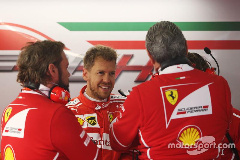 Sebastian Vettel, Ferrari, mit Teamchef Maurizio Arrivabene