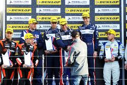 Podium: race winners William Owen, Hugo de Sadeleer, Filipe Albuquerque, United Autosports