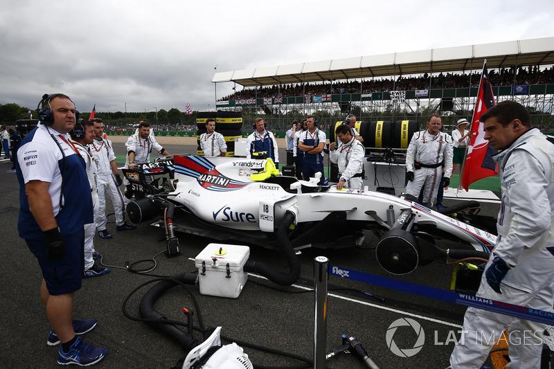 Механіки Williams готують Williams FW40 Ленса Стролла