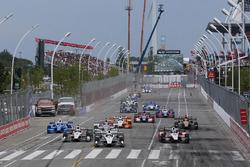 Start: Simon Pagenaud,  Team Penske Chevrolet, führt