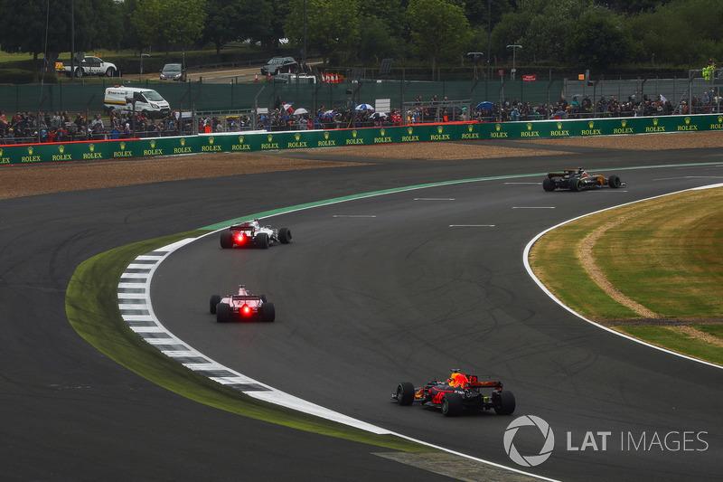 Nico Hulkenberg, Renault Sport F1 Team RS17, Felipe Massa, Williams FW40, Sergio Perez, Sahara Force