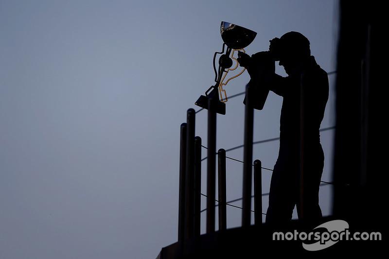 Подиум: победитель гонки Валттери Боттас, Mercedes AMG F1
