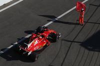 A marshal tries to stop Kimi Raikkonen, Ferrari SF70H