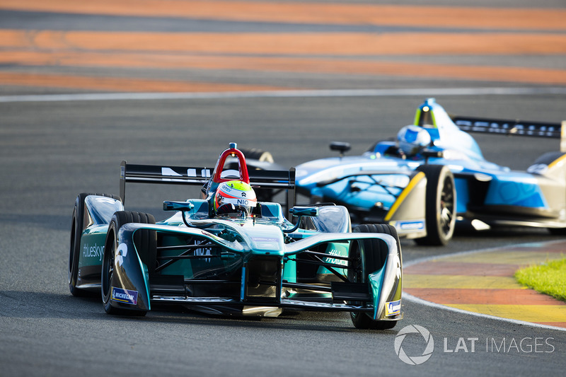 Оливер Тёрви, NIO Formula E Team и Николя Прост, Renault e.Dams