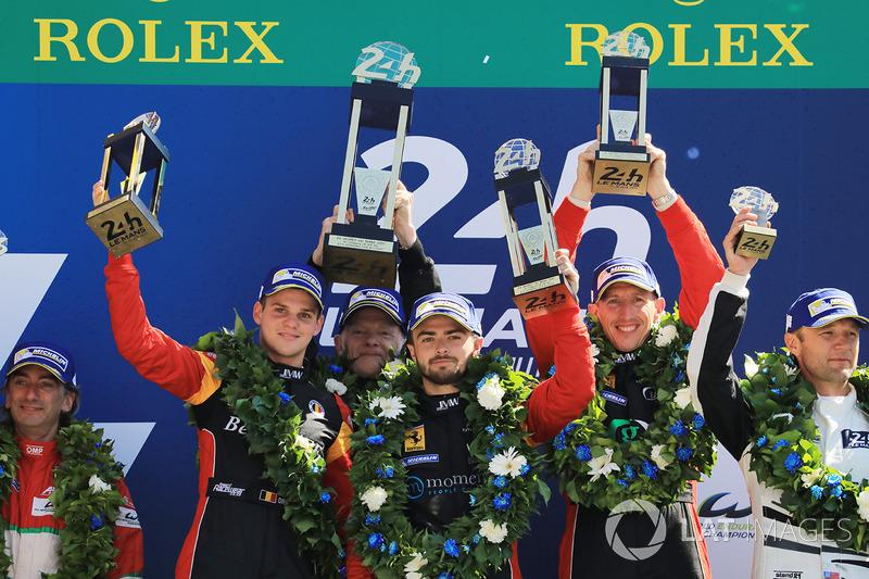 Подіум GTE AM: переможці Роберт Сміт, Вілл Стівенс, Дріс Вантор, JMW Motorsport