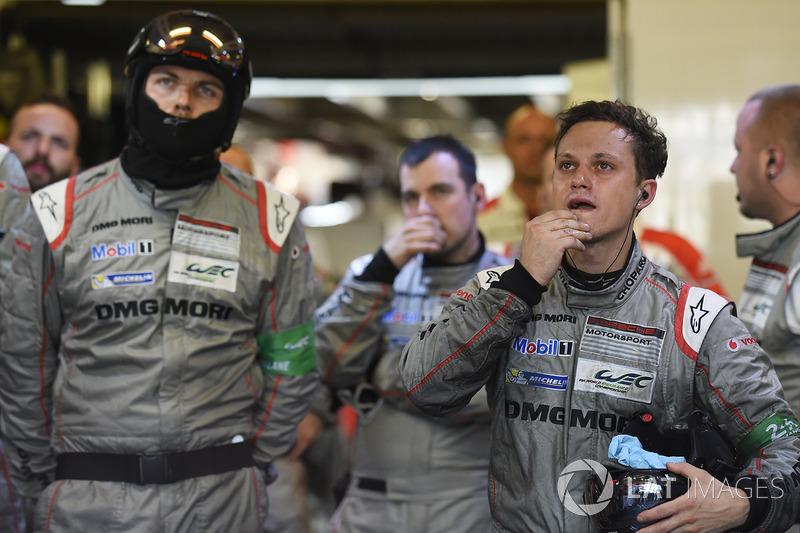 Команда Porsche реагує на схід екіпажу №1
