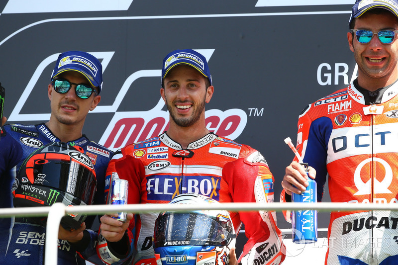 Podium: segundo, Maverick Viñales, Yamaha Factory Racing, Ganador, Andrea Dovizioso, Ducati Team, tercero Danilo Petrucci, Pramac Racing