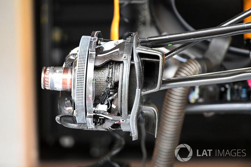 Un frein avant et un moyeu de roue de la Renault Sport F1 Team RS17