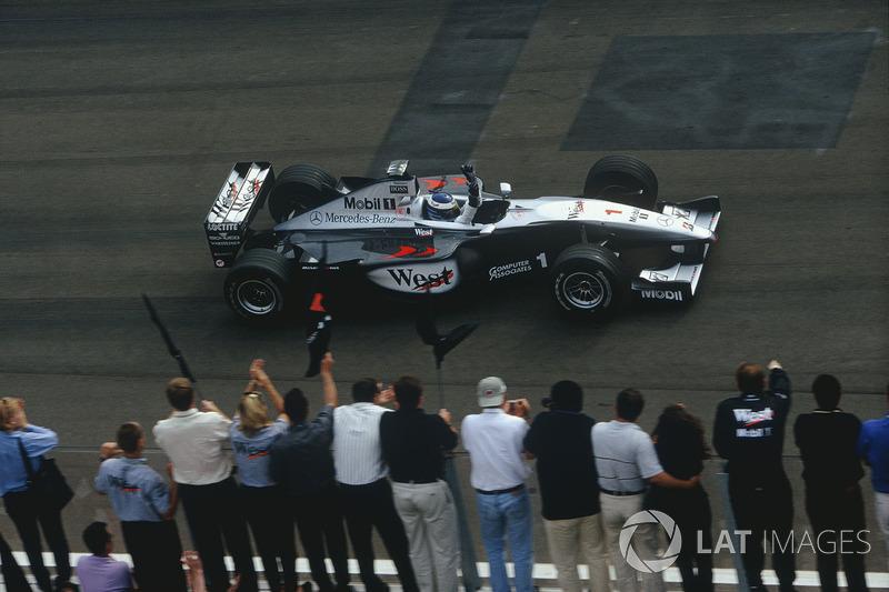 Sieg für Mika Häkkinen, McLaren MP4/14