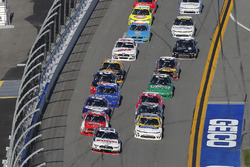 Brad Keselowski, Team Penske Ford, Ryan Reed, Roush Fenway Racing Ford and Kasey Kahne, Hendrick Motorsports Chevrolet