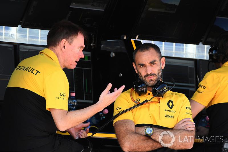 Alan Permane, Renault Sport F1 Team Race Engineer, Cyril Abiteboul, Renault Sport F1 Managing Director