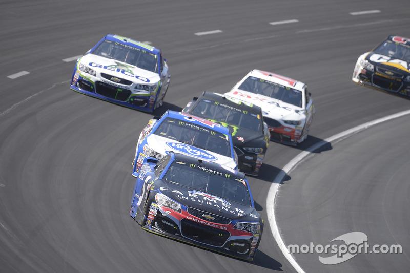 Kasey Kahne, Hendrick Motorsports, Chevrolet; A.J. Allmendinger, JTG Daugherty Racing, Chevrolet