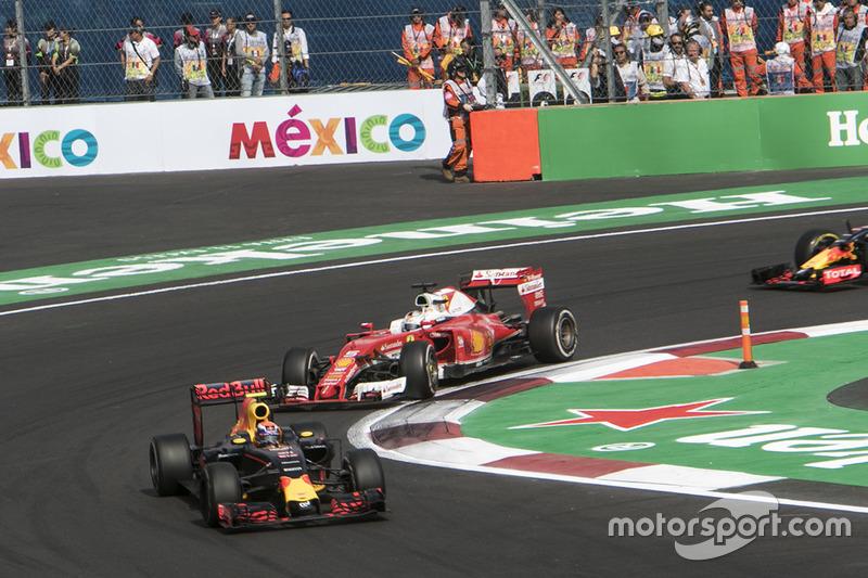 Max Verstappen terminó tercero, delante de Vettel y de Ricciardo