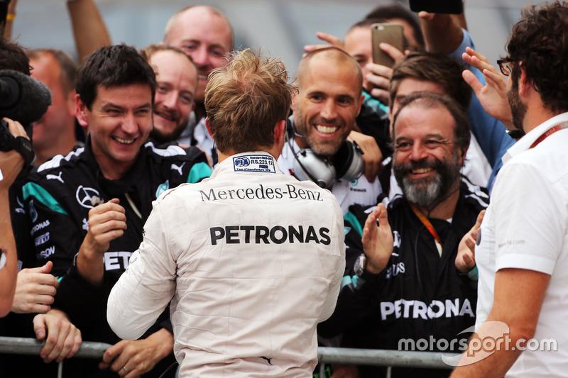 Il vincitore Nico Rosberg, Mercedes AMG F1