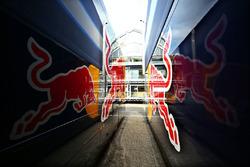 Red Bull Racing trailers en el paddock
