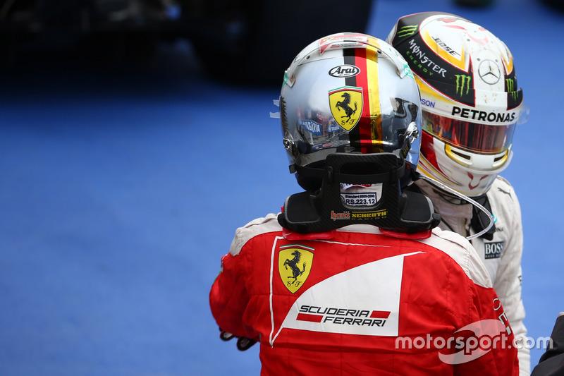 Себастьян Феттель, Scuderia Ferrari SF16-H та Льюїс Хемілтон, Mercedes AMG F1 W07