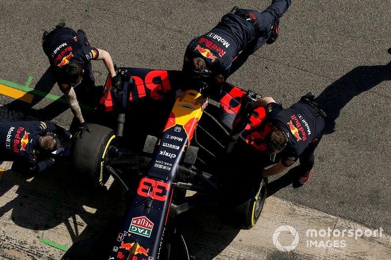 Max Verstappen, Red Bull Racing, poussé par ses mécaniciens