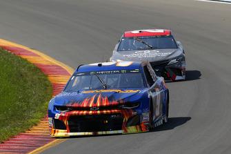 Chase Elliott, Hendrick Motorsports, Chevrolet Camaro SunEnergy1 and Erik Jones, Joe Gibbs Racing, Toyota Camry buyatoyota.com