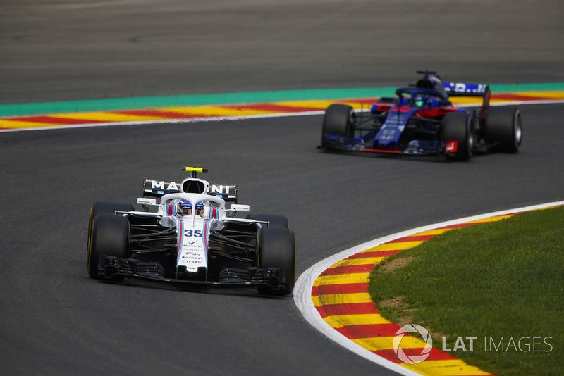 Sergey Sirotkin, Williams FW41, leads Brendon Hartley, Toro Rosso STR13