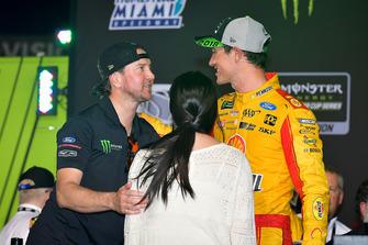NASCAR Cup-Champion 2018: Joey Logano, Team Penske, Ford Fusion, mit Kurt Busch