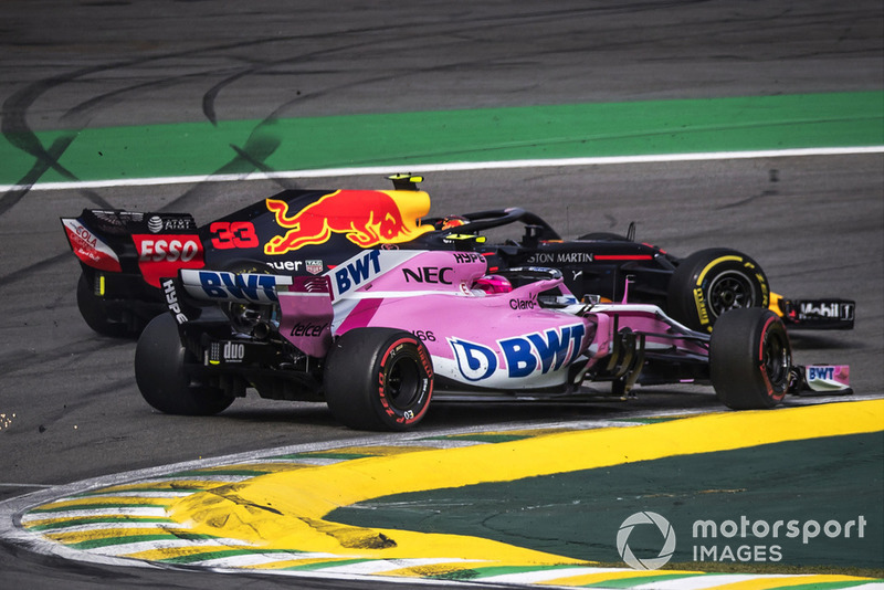Max Verstappen, Red Bull Racing RB14 tertabrak Esteban Ocon, Racing Point Force India VJM11