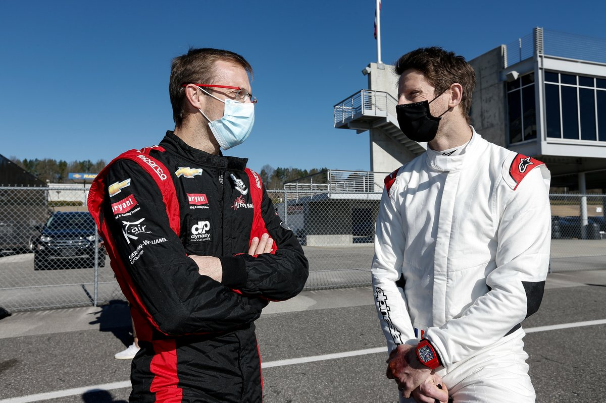 Grosjean chats with AJ Foyt Racing-Chevrolet's Sebastien Bourdais.