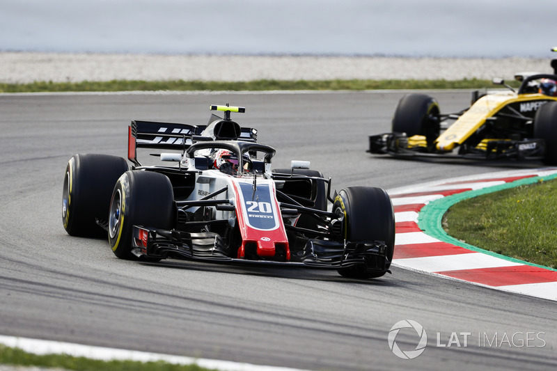 Кевин Магнуссен, Haas F1 Team VF-18, и Карлос Сайнс, Renault Sport F1 Team RS18