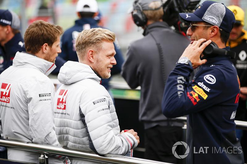 Romain Grosjean, Haas F1 Team, Kevin Magnussen, Haas F1 Team ve Daniel Ricciardo, Red Bull Racing, pilotlar geçit töreninde