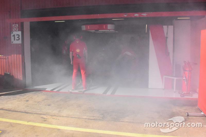 Боксы Ferrari в дыму