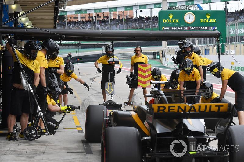 Nico Hulkenberg, Renault Sport F1 Team RS17 pit stop