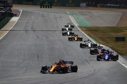Fernando Alonso, McLaren MCL33, leads Pierre Gasly, Toro Rosso STR13, Romain Grosjean, Haas F1 Team VF-18, and Marcus Ericsson, Sauber C37