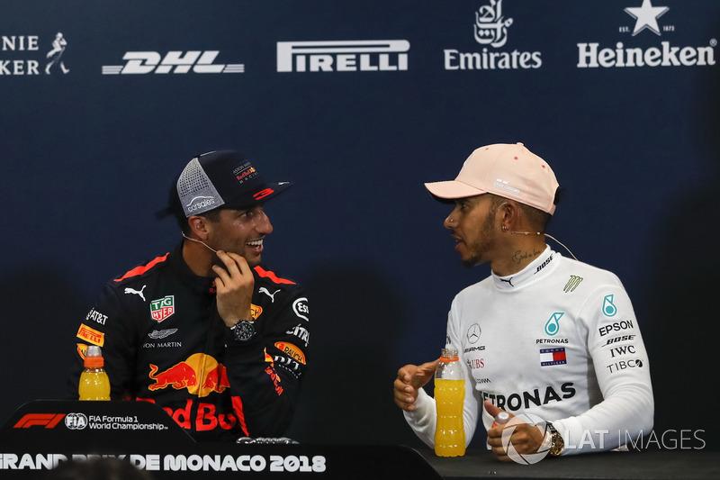 Daniel Ricciardo, Red Bull Racing et Lewis Hamilton, Mercedes-AMG F1 lors de la conférence de presse
