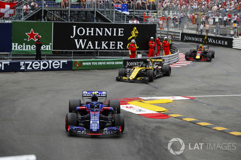 Pierre Gasly, Toro Rosso STR13, Nico Hulkenberg, Renault Sport F1 Team R.S. 18, Max Verstappen, Red Bull Racing RB14