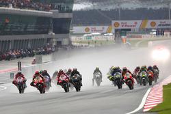 Marquez and Dovizioso lead into 1st corner
