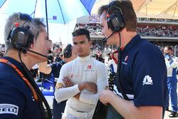 Pascal Wehrlein, Sauber and Xevi Pujolar, Sauber F1 Head of Track Engineering