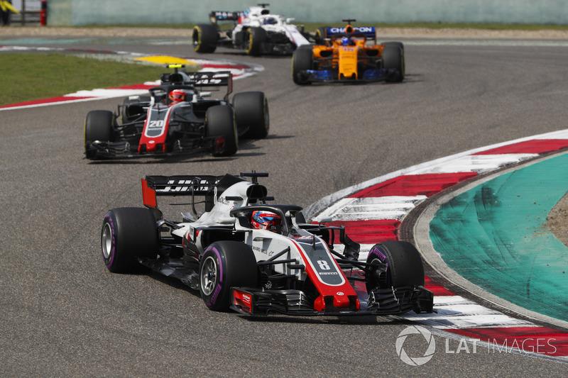 Romain Grosjean, Haas F1 Team VF-18 Ferrari, Kevin Magnussen, Haas F1 Team VF-18 Ferrari, and Fernando Alonso, McLaren MCL33 Renault