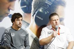 Fernando Alonso, McLaren, Zak Brown, Direktör, McLaren Technology Group, basın toplantısında