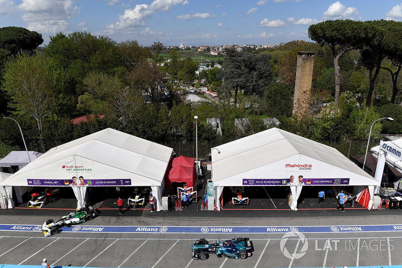 Lucas di Grassi, Audi Sport ABT Schaeffler, leaves the pits with Luca Filippi, NIO Formula E Team
