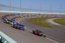 Martin Truex Jr., Furniture Row Racing Toyota, Denny Hamlin, Joe Gibbs Racing Toyota green flag start