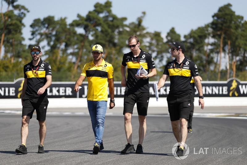 Carlos Sainz Jr., Renault Sport F1 Team, recorre la pista